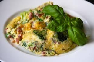 Ein kohlenhydratarmes Brokkoli-Käse-Omelette für den Start in den Tag