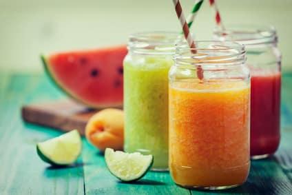 Fatburner Drink mit Früchten der Saison