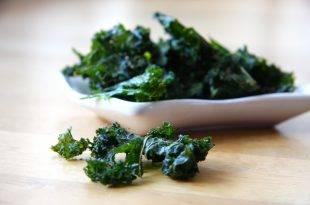 Ein knuspriger Low-Carb-Knabberspaß: Grünkohl-Chips