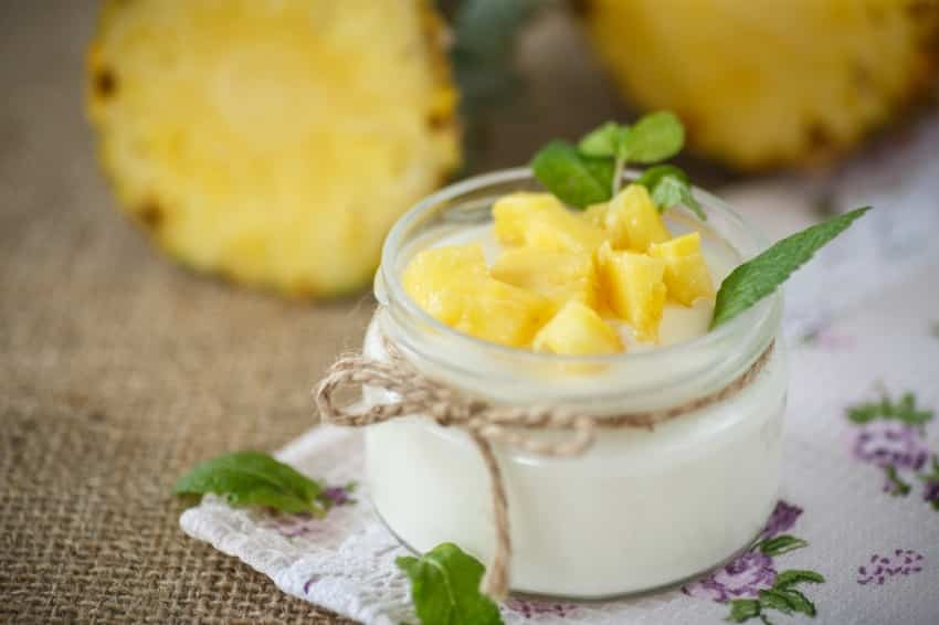 Quarkspeise mit frischer Ananas