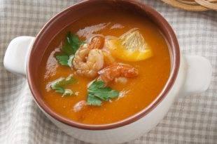 Ein asiatisch angehauchtes Low-Carb-Rezept: die Tomaten-Kokos-Suppe