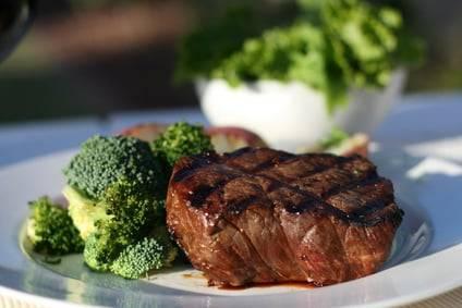 Low-Carb-Rezept für einen knackigen Brokkolisalat