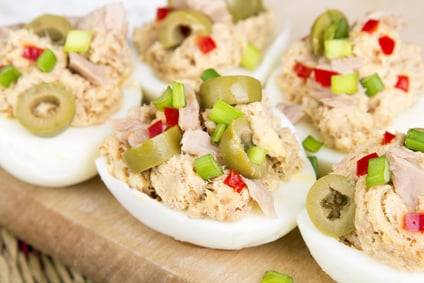 Low-Carb-Rezept für gefüllte Thunfisch-Eier