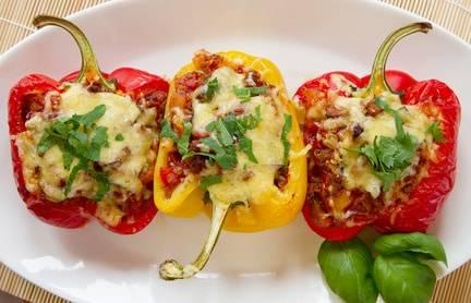 Low-Carb-Rezept für gefüllte Paprika (mit Hackfleisch und Gemüse)