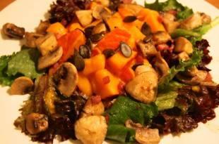 Ein Rezept für einen kohlenhydratarmen, herbstlichen Kürbissalat