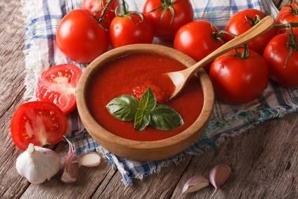Low-Carb-Rezept für Tomaten-Radieschensuppe