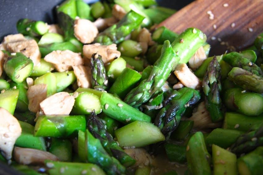 Hähnchenbrust mit grünem Wokgemüse