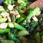 Low-Carb-Rezept für Hähnchenbrust mit grünem Wok-Gemüse