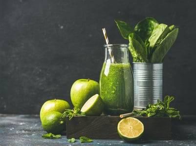 Low-Carb-Rezept für einen Apfel-Spinat-Smoothie