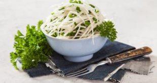 Rezept für einen Kohlrabi-Salat: ein knackiger Low-Carb-Genuss
