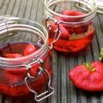 Zuckerfrei und Low Carb: Götterspeise mit Früchten