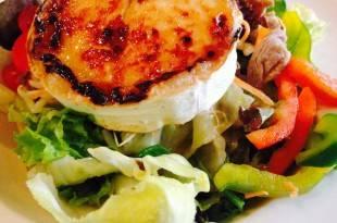 Ein perfektes Low-Carb-Rezept: Salat mit Ziegenkäse