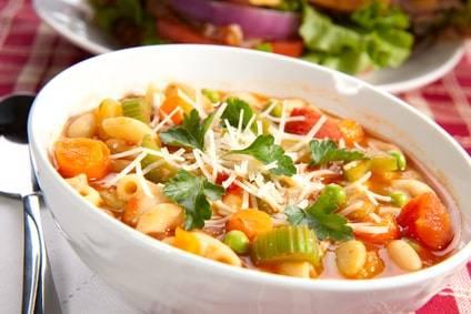 Low-Carb-Rezept für eine Gemüsesuppe