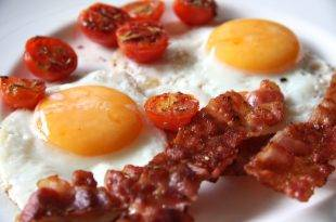 Low-Carb-Rezept für Bacon and Eggs