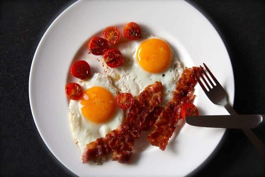Bacon and Eggs - der klassische Start in den Tag