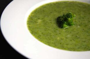 Herrlich cremig und Low Carb: unser Rezept für eine Brokkolicremesuppe
