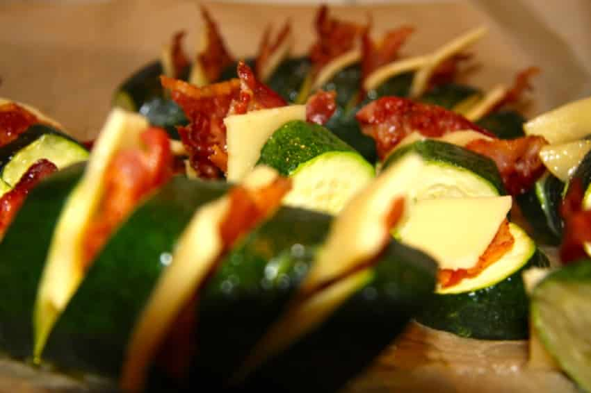 Käse-Bacon-Zucchinis