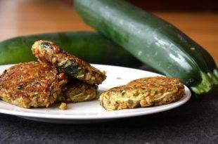 Vegetarisch und Low Carb: Soja-Bratlinge mit Zucchini