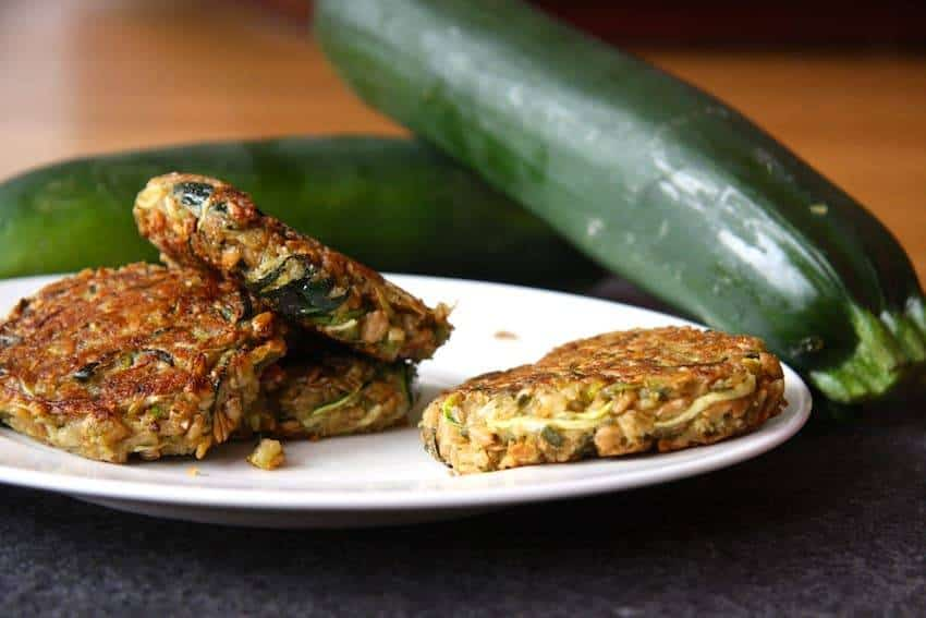 Soja-Bratlinge mit Zucchini