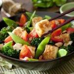 Kohlenhydratarm und viel gesundes Protein - unsere Brokkoli-Tofu-Pfanne
