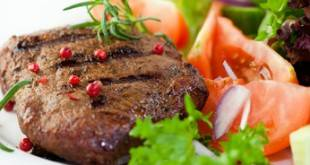 Gegrilltes Steak mit Gemüse – ein sehr gutes Low-Carb-Mittagessen