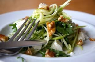 Low-Carb-Zucchinisalat: kohlenhydratarm und gesund