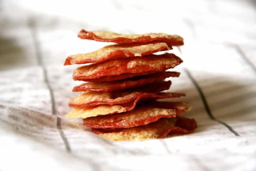 Salami-Käse-Chips - ein leckerer Knusperspaß