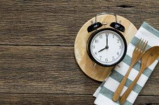Wie man mit intermittierendem Fasten die Pfunde purzeln lässt