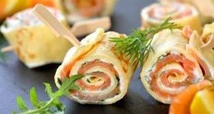 Leckere Low-Carb-Vorspeise: Omelette-Röllchen mit Lachs