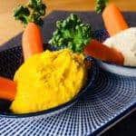 Hummus mit Möhrchen - perfekt für den Osterbrunch
